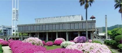防府市公会堂の全景写真です。